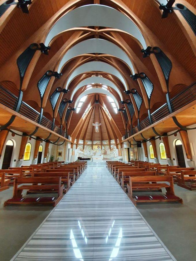 """(Foto) Vlad Mixich: """"Am dat peste cea mai frumoasă mănăstire românească pe care am văzut-o în ultimii (mulți) ani. Cu un exterior neoromânesc clasic și un interior care combină perfect tradiția românească cu cea latină"""" 1"""