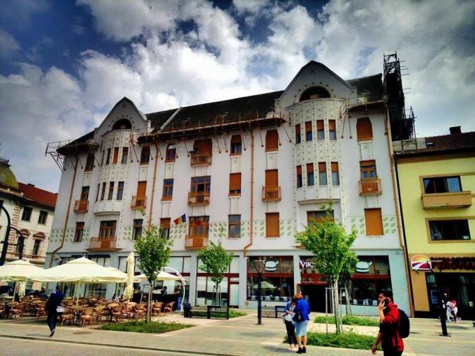 (Foto) Cel mai frumos centru istoric din România! Clujul, Brașovul și Bucreștiul trebuie să ia lecții de aici 11