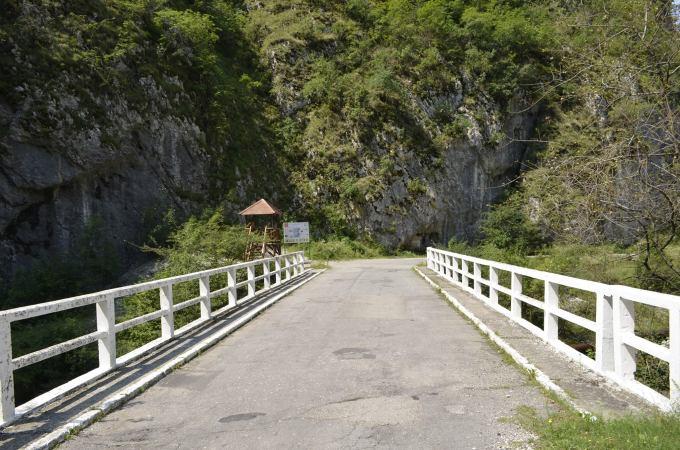 """(Video) Destinația de poveste din România ascunsă în munți. """"Aveţi o privelişte frumoasă, oameni primitori, mâncare bună, ne-ar plăcea să revenim în România"""" 3"""