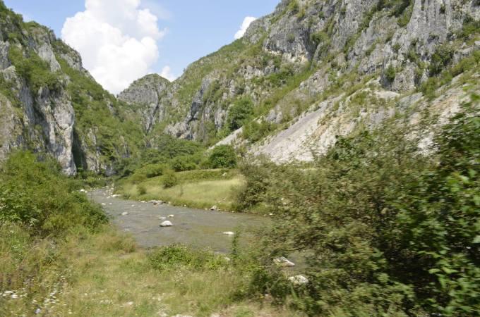 """(Video) Destinația de poveste din România ascunsă în munți. """"Aveţi o privelişte frumoasă, oameni primitori, mâncare bună, ne-ar plăcea să revenim în România"""" 2"""