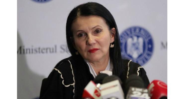 """Sorina Pintea, ministru al Sănătății, diagnosticată de al patrulea medic. """"În luna iulie 2019 mi-au apărut nişte pete pe faţă, identice, pe ambii obraji. M-am dus la un dermatolog ca orice om normal, mi s-a spus că am o..."""" 2"""