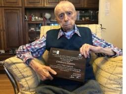 """Mircea Radu: """"Domnul Dumitru Comânescu, în vârstă de 111 ani şi 3 luni, este oficial al treilea cel mai longeviv bărbat al Planetei! Din câte știu e pentru prima dată când avem un român într-un astfel de top. Sănătate, domnule Comănescu!"""" 13"""
