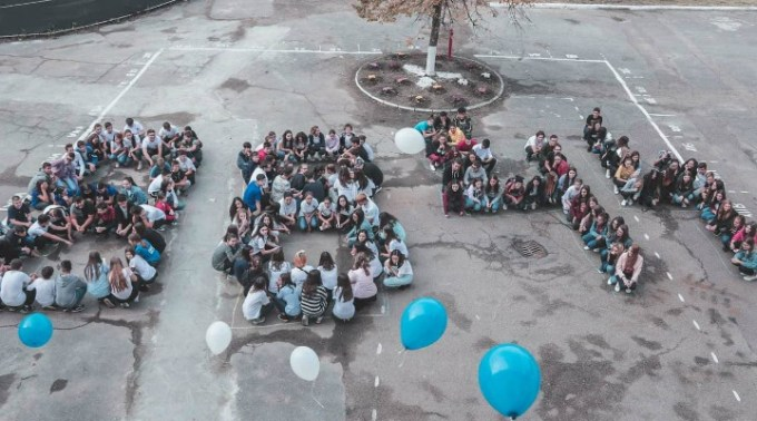 """Oana Gheorghiu: """"Acești copii fac parte din generația care va schimba România. Felicitări dascălilor și părinților care îi susțin"""". Elevi din Focșani au donat prin sms pentru construcția spitalului care va trata copiii bolnavi de cancer 1"""