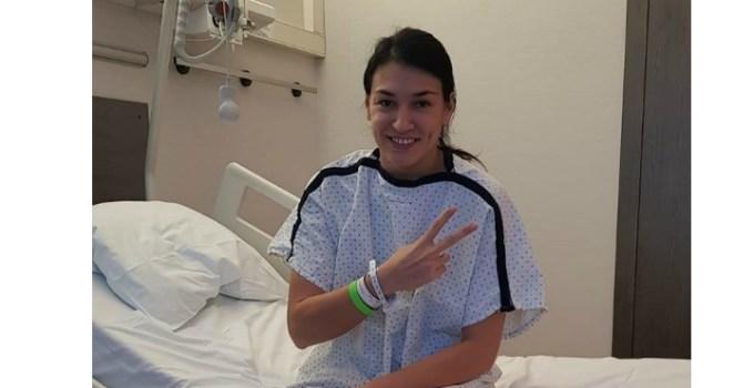 """Cristina Neagu: """"Astăzi s-a împlinit un an de la operația la genunchi. Această poză este chiar dinaintea operației, în care așteptam foarte optimistă și încrezătoare tot ceea ce va urma. Știam că va fi greu, dar..."""" 21"""