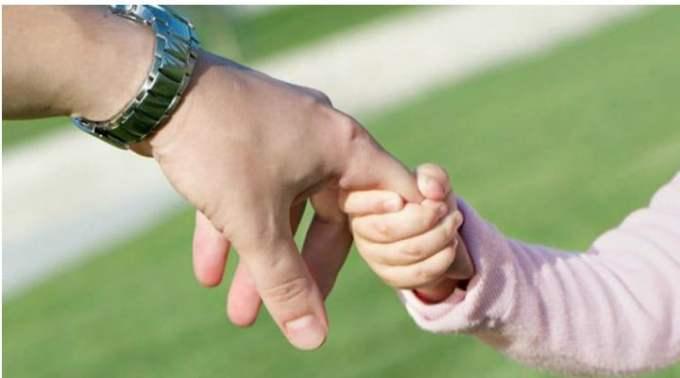 """Medicul Gabriel Diaconu: """"Peste 4 milioane de copii are România. Peste 10% au fost abandonați de părinți, lăsați la mila statului, sau au fost lăsați în urmă, pentru că mama, sau tata, sau amândoi, au plecat la muncă în străinătate. Ei sunt orfanii și pseudo-orfanii României, crescuți fie de-o mătușă, fie de-un bunic, fie de-un frate mai mare....Vârsta până la care un copil..."""" 1"""