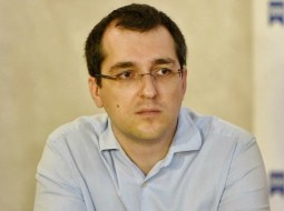 """Vlad Voiculescu: """"Primul caz de coronavirus confirmat în România.Nu e rost de panică ci de grijă mare, în primul rând față de cei vulnerabili din jurul nostru - părinți, bunici și cei bolnavi"""" 13"""