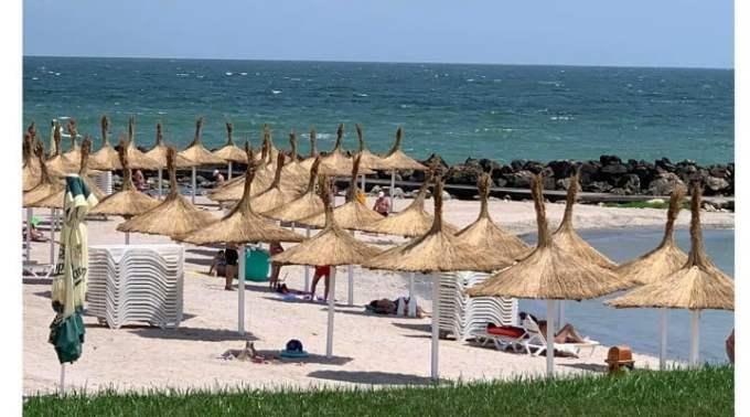 """De ce a dispărut plaja din România?! Lucian Mindruta: """"Azi, plaja Marii Negre nu mai exista. Pe kilometri intregi. In locul ei e o padure de bete si-o plantatie de plastice in cele mai diverse forme. Totul, construit intr-un singur scop"""": 6"""