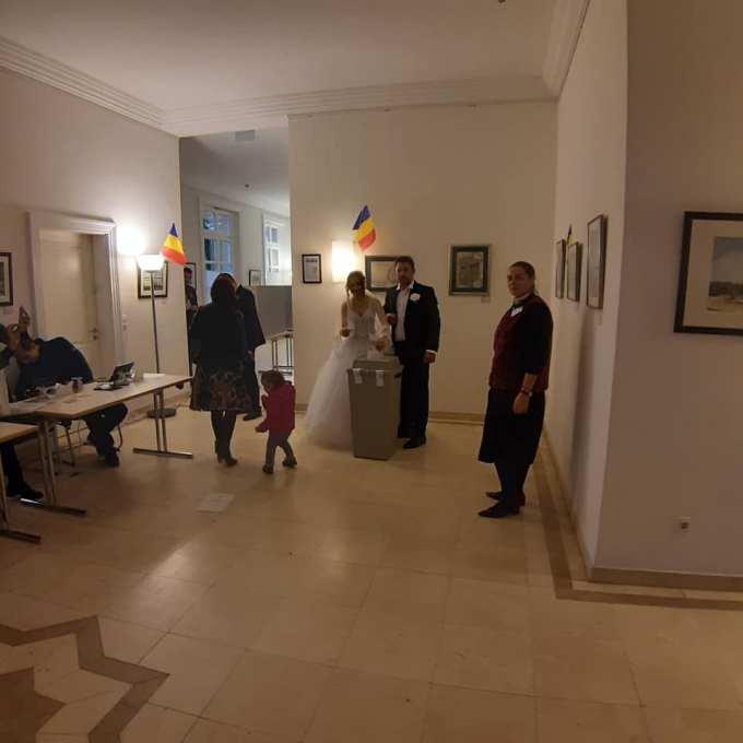 (Foto) Mirese românce la vot, în Germania și Italia. Peste 285,000 de romani din Diaspora au votat până acum! 3