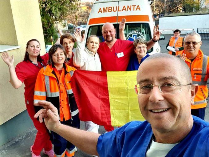 (Video) Muncitorii români de pe un șantier din Londra cântă imnul României! La Mulți Ani! 2