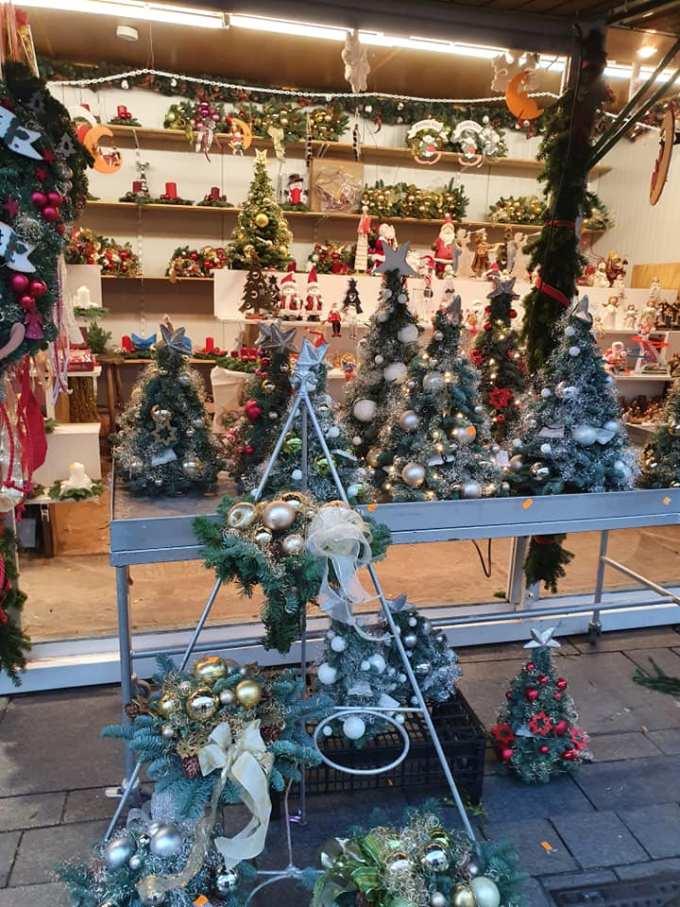 """(Foto) Mai frumos la Târgurile de Crăciun din Cluj, Brașov, Sibiu sau București? Tamara: """"Dortmund se lauda cu cel mai înalt pom de Crăciun din lume: 45 m. Atmosfera este una relaxata, toți se amuza, cu mic, cu mare, lipsiți parca de griji, bucuroși sa-l vadă pe Mos Crăciun ( aici, Nicholas) !"""" 10"""
