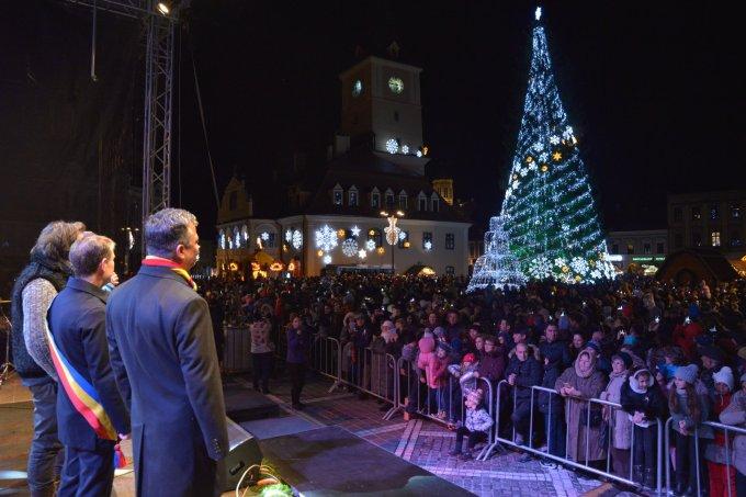 """(Foto) Mai frumos la Târgurile de Crăciun din Cluj, Brașov, Sibiu sau București? Tamara: """"Dortmund se lauda cu cel mai înalt pom de Crăciun din lume: 45 m. Atmosfera este una relaxata, toți se amuza, cu mic, cu mare, lipsiți parca de griji, bucuroși sa-l vadă pe Mos Crăciun ( aici, Nicholas) !"""" 28"""
