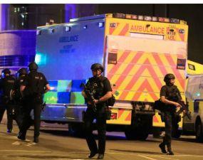 """Româncă din UK despre atentatul din Manchester: """"Ştiri false. Nu e nimeni cuprins de panică."""" 18"""