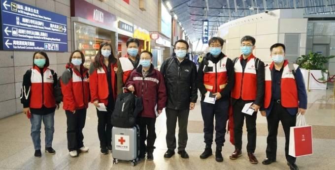 """(Foto) China a trimis în Italia un avion cu medici specialiști care sa ajute cu aplicarea tratamentelor care au dat rezultate in China. Au adus si 30 de tone de ajutoare medicale ! """"Acum câteva ore de odihnă și echipa de medici chinezi vor fi gata să ajute"""" 2"""