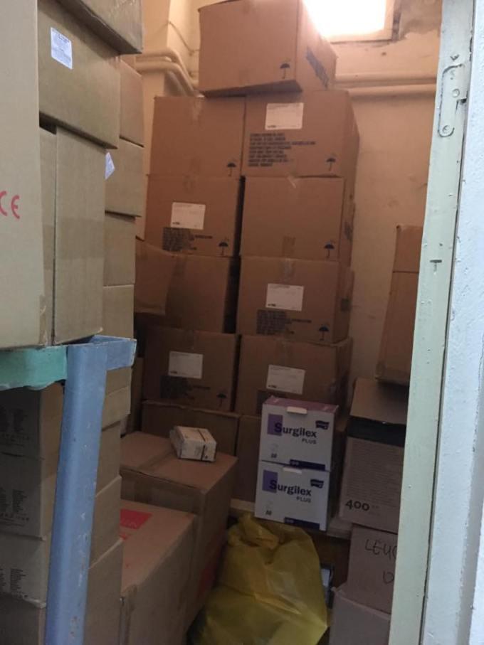 """(Foto) Așa arată un spital din România cu depozitele pline de echipamente anti-coronavirus """"Magazia spitalului a fost aprovizionata astfel incat sa se asigure un stoc de rezerva pentru o perioada de 45 de zile. Atașăm poze făcute în această dimineață!"""" 15"""