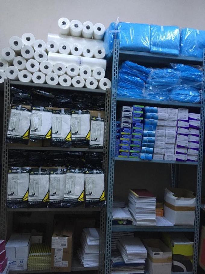 """(Foto) Așa arată un spital din România cu depozitele pline de echipamente anti-coronavirus """"Magazia spitalului a fost aprovizionata astfel incat sa se asigure un stoc de rezerva pentru o perioada de 45 de zile. Atașăm poze făcute în această dimineață!"""" 10"""