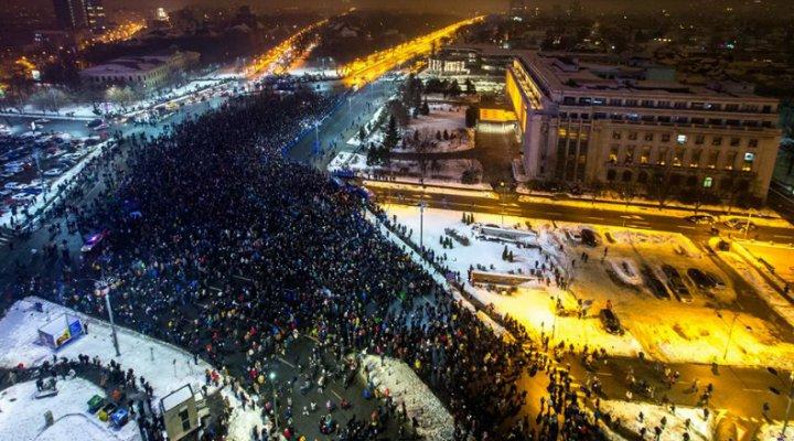 (Foto) Proteste România! PSD vrea o contramanifestație cu 1 MILION de oameni! Asa arata acum cu 20,000 la București, 6,000 la Cluj, 3,000 la Brașov și alte mii în țară