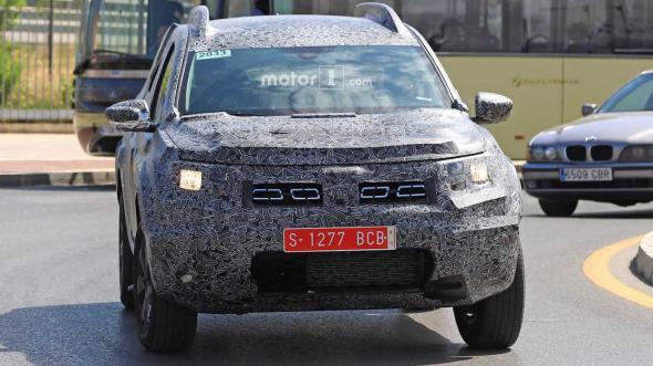 (Video) Primele IMAGINI SPION cu noua Dacia Duster. Va fi lansat în septembrie. Vezi aici: 1