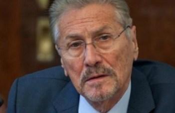 Fostul președinte Emil Constantinescu, dus de urgență la spital 4