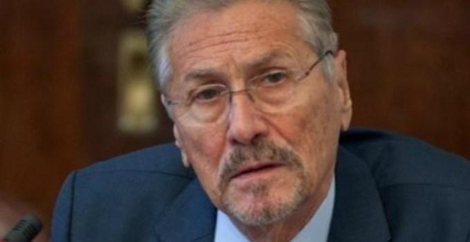 Fostul președinte Emil Constantinescu, dus de urgență la spital 3