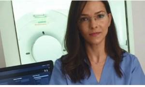 """(Video) Medic, despre persoanele infectate: """"Plămânul se umple efectiv cu multiple focare de pneumonie. Acestea pot evolua, se pot mări, pot conflua şi se poate ajunge la umplerea plămânului în totalitate sau aproape în totalitate. Dacă se ajunge la umplerea în totalitate, pacientul nu supravieţuieşte nici măcar intubat şi ventilat"""" 31"""