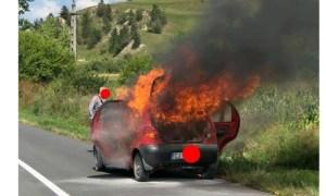 (Foto) Șofer isteț. Și-a dat foc la mașină după ce a incendiat vegetația de pe un teren agricol. Ce spun cei de la ISU 42