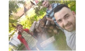 """Bătrâni ajutați în pandemie. Vasile: """"Apel umanitar din Inima României - luptăm cu Covid 19. Suntem voluntarii părintelui Vasile din jud Covasna. Părintele se afla în izolare iar tatăl părintelui în spital. Răspândirea virusului este deja comunitară și am preluat inițiativa de a fi alături de sutele de batrani expuși pericolului în Covasna. Am comandat deja paine și alimente"""" 42"""