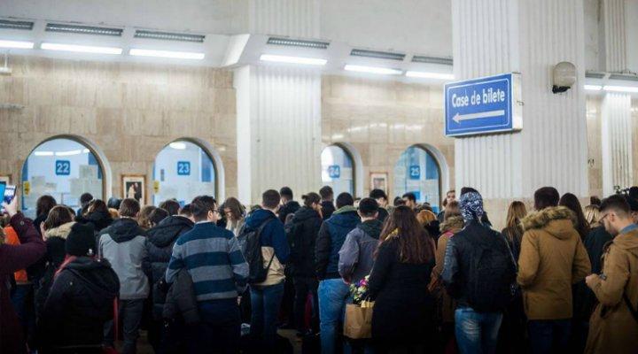 (Foto) La Cluj, Iași, Timișoara cum este? Mii de tineri au blocat Gara de Nord ca să meargă acasă să voteze. PSD, probleme?
