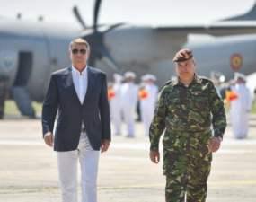 """(Foto) România are președinte! """"Avem, in sfarsit, un presedinte care nu seamana nici cu un secretar de partid comunist, nici cu un chefliu dubios"""" 31"""
