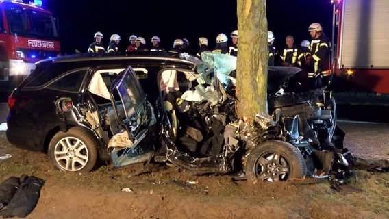 (Foto) Român din Germania scăpat miraculos cu viaţă din maşina în care trei oameni au murit 1