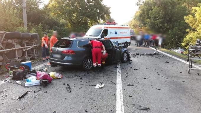 (Foto) Accident Grav. Doi morți după ce două autoturisme și un TIR s-au ciocnit pe Valea Oltului 6