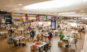 Se redeschid mall-urile dar fără magazine?! Război între magazine şi malluri pe tema chiriei 49