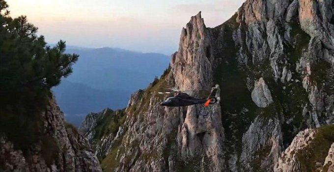 FELICITĂRI! Un pilot român, erou în publicațiile internaționale! A reușit să salveze un turist suspendat la peste 2000 de metri înălțime, după ce SMURD-ul a eșuat 6