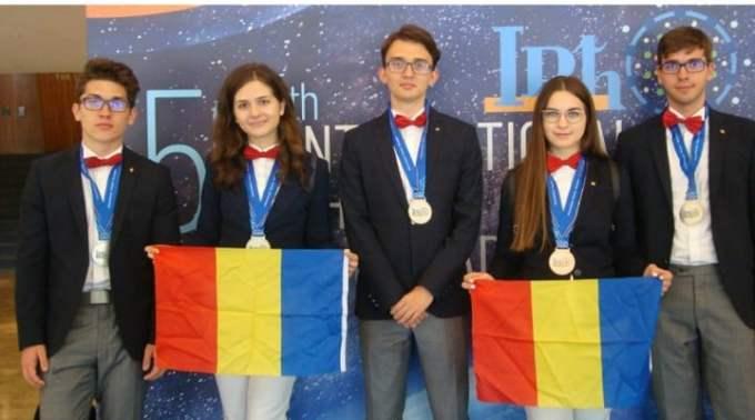 FELICITARI! Echipa României a luat 5 medalii la Olimpiada Internaţională de Fizică. Toţi componenţii lotului vor urma facultăţi din străinătate 1