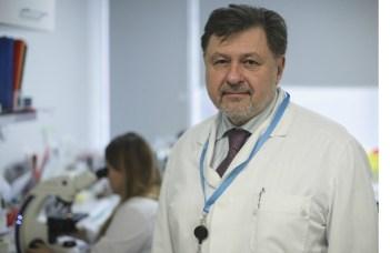 """Dr. Alexandru Rafila: """"Estimez vârful epidemiei de coronavirus la sfârșitul lunii aprilie, la circa o săptămână, zece zile de la Sărbătorile de Paște. Eu cred că se vor intensifica mult contactele persoanele, în famile, ceea poate favoriza transmiterea mai susținută a bolii.  Eu, personal, estimez sfârșitul ..."""" 2"""