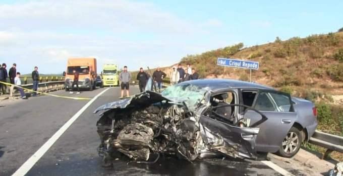 (Foto) Accident Grav pe DN 1! Update. 3 morți și doi răniți, imagini cu ce a mai rămas din mașini. Impact violent 23