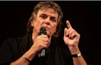 """Eduard Ionescu: """"Intră pe scenă Florin Piersic...Se vedea că este slăbit. La 83 de ani timpul și-a pus amprenta serios asupra imensului actor. Apoi, cu emoție în glas ne spune:- Vă mulțumesc că ați venit! Ne-am ridicat cu toții, întreaga sală și l-am aplaudat minute în șir. Nu aveai cum să rămâi pe scaun. Vedeam cum aceste aplauze dau energie celui pe care îl aveam în față. Ne-a făcut semn să ne așezăm, apoi a început să vorbească..."""" 2"""