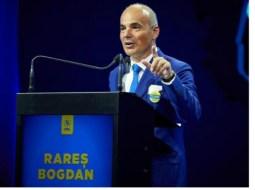 """Rareș Bogdan, despre interzicerea pensiei + salariu la stat. """"Vi se pare corect ca un pensionar de 41-45 de ani, multi și cu pensie specială să se reangajeze tot la stat pe un salariu probabil la fel și să ajungă până la 10.000 de euro pe lună? Puțin probabil că făceau ceva util pentru comunitate. De cele mai multe ori ..."""" 4"""