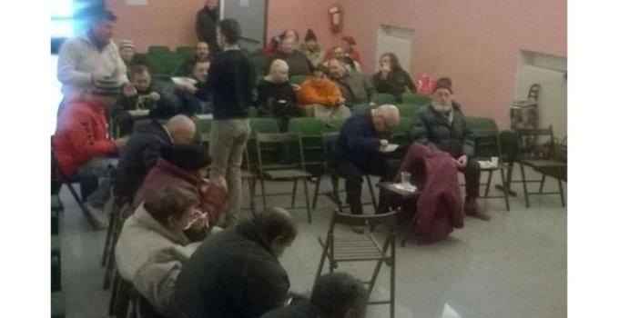 """RESPECT! Un grup de români din Italia au hrănit oameni ai străzii din Veneția, în cadrul unui """"prânz de Crăciun"""" 3"""