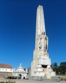 obeliscul-lui-horea-closca-si-crisan