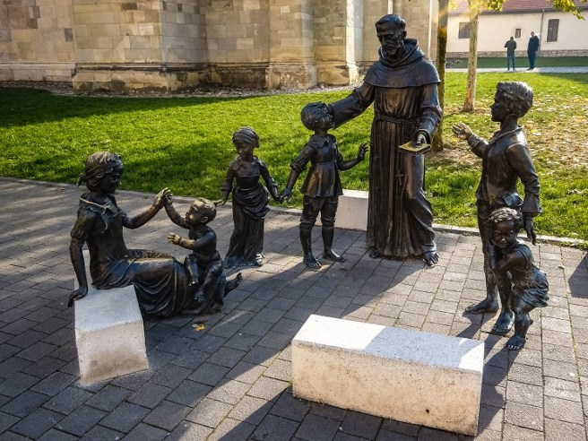 Statuia de bronz a Sfântului Anton (Cetatea Alba Carolina)