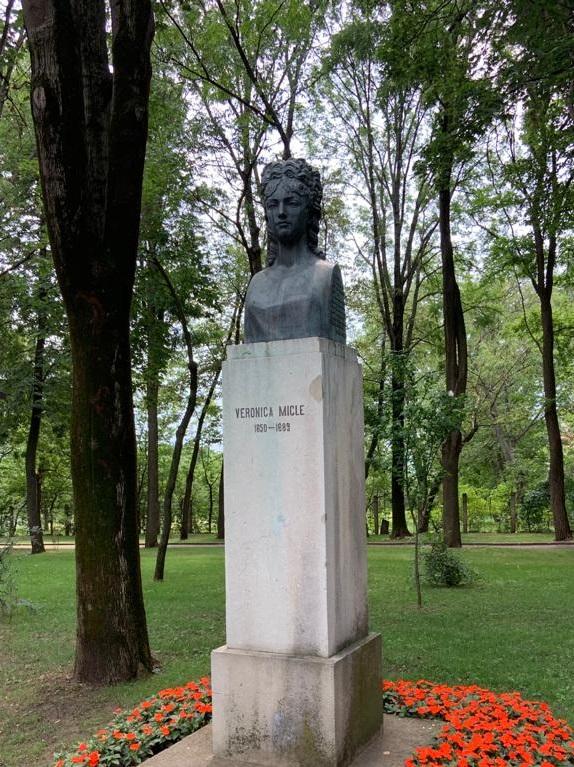 Bustul Veronicăi Micle - Parcul Copou (Iași)