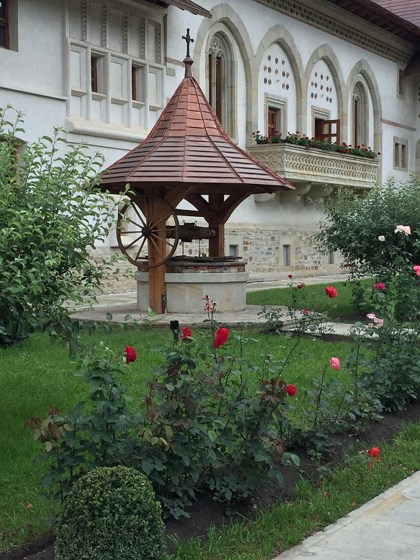 Mănăstirea Putna (jud. Suceava) - Fântâna Sfântului Iacob Putneanul