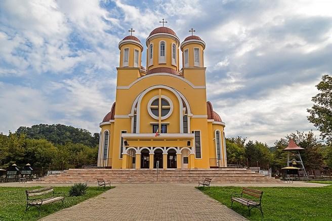 """Catedrala Ortodoxă cu dublu hram -  """"Schimbarea la Faţă"""" şi """"Sfântul Ioan Gură de Aur"""" (Reşiţa, jud. Caraș-Severin)"""