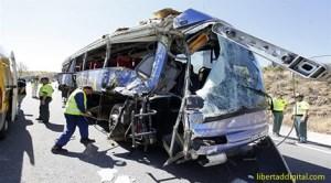 Avila: 9 morţi şi 22 de răniţi în urma răsturnării unui autobuz în Tornadizo