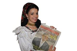 Maria Luiza Mih cu ziarul România Expres
