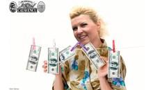 """DNA a scos la iveală că """"postacii"""" de pe Internet o costau pe Elena Udrea 10.000 euro lunar"""