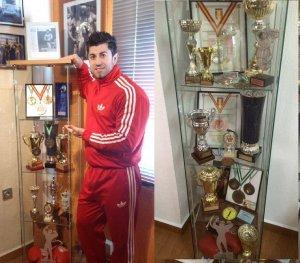 Nicolae Florin Lupşor, acasă, cu vitrinele pline de trofee