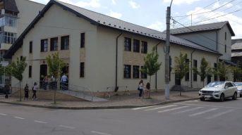 Centrul Cultural LIRA - Moinesti 2017 (foto by Bogdan Dragomir).600