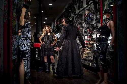 fotógrafos de bodas en Madrid-novios góticos en madrid