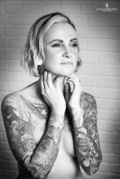 Suicide Girl Carol sesion BW-22